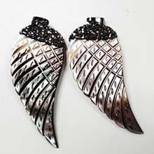 26X56MM FEATHER PENDANT- BLACK SHELL