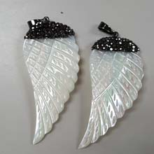 26X56MM FEATHER PENDANT-MOP WHITE COLOR