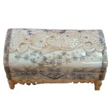 OX BONE CARVED JEWELRY BOX W/ FOUR FISH