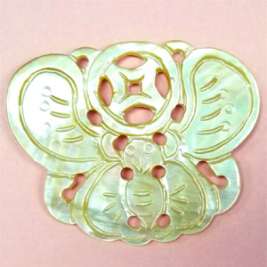 SHELL PENDANT BUTTERFLY 45X58MM WHITE
