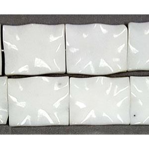 WHITE GLASS QUARTZ WAVE RECTANGLE 40X50MM